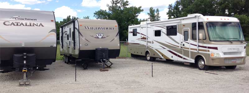 RV, Automobile, Boats, Trailers, Trucks - storage units at Woodstock Storage